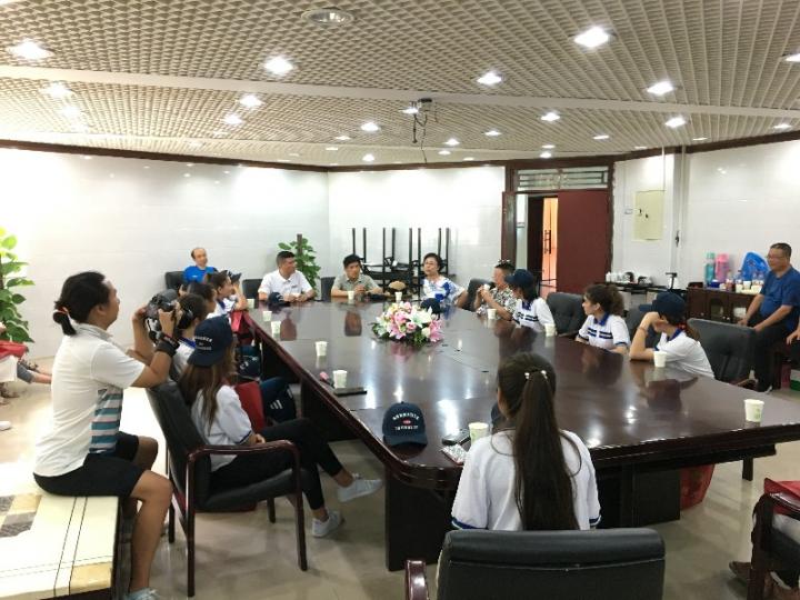 5基金会领导与新疆班师生举行座谈会.jpg