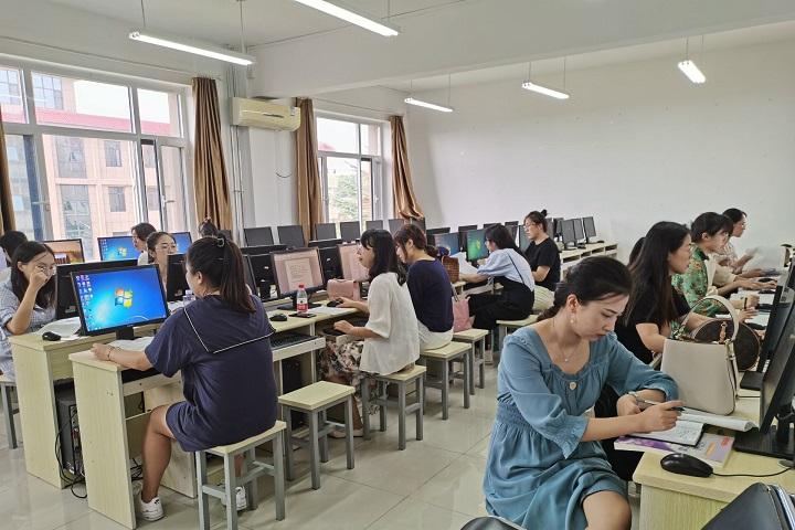 我校举行青年教师WPS文字、表格培训